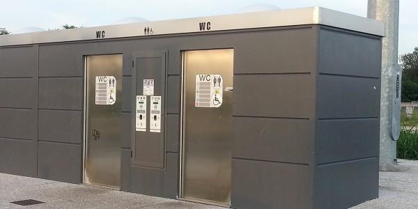 AUTOSTRADA A14 – AREA DI SERVIZIO CASTELFRANCO EMILIA: installazione di toilette autopulenti mod. TCAB2H